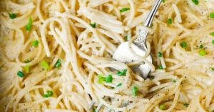 Four Cheese Garlic White Cream Pasta Sauce