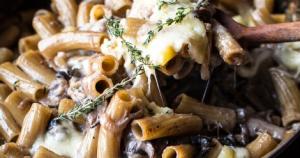one-pot creamy french onion pasta bake
